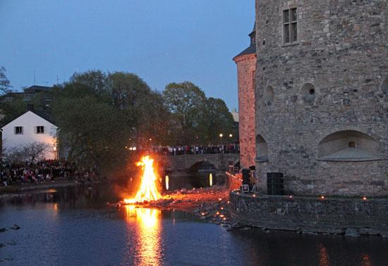 Valborgsmäss vid Örebro slott.
