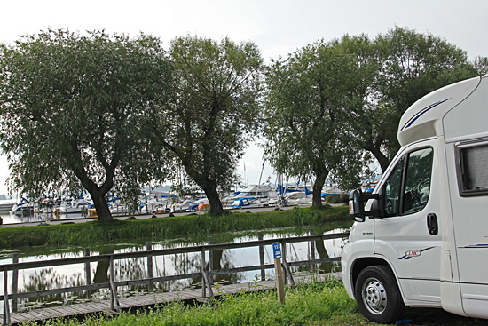 Ställplatsen vid Västerås småbåtshamn.
