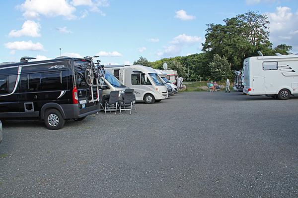 Parkeringsplats i Kiviks hamn.