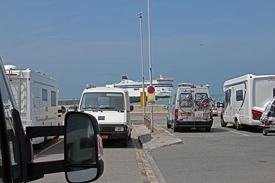 Ställplatsen Port de Calais bjuder på fin utsikt över färjetrafiken.