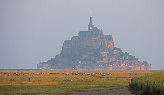Mont St Michel, Frankrike i morgondis.