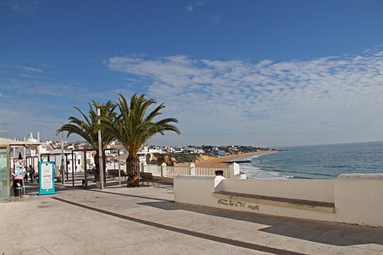 Strandpromenad i Albufeira, Portugal.