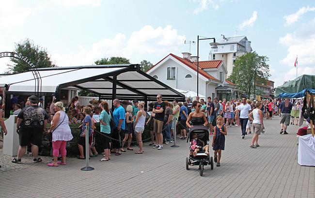 Glasskö till det populära Smultronstället i Söderköping.