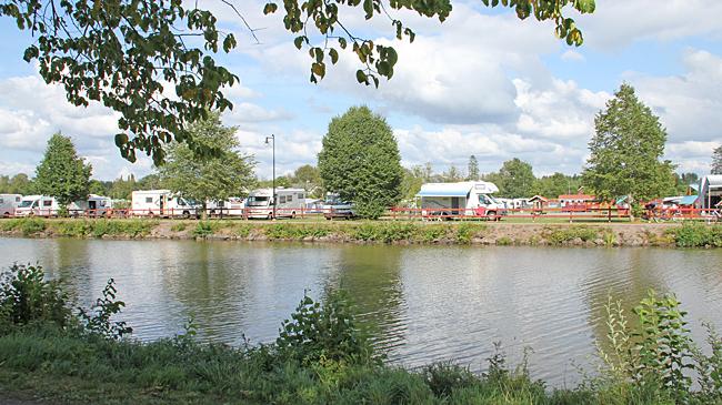 Töreboda camping & bad vid Göta kanal.