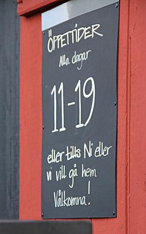 Generösa öppettider hos Café Tannerfors slussar.