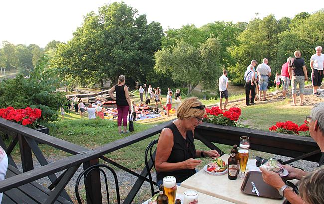 Räkmacka och en Mariestad med utsikt över slussarna.