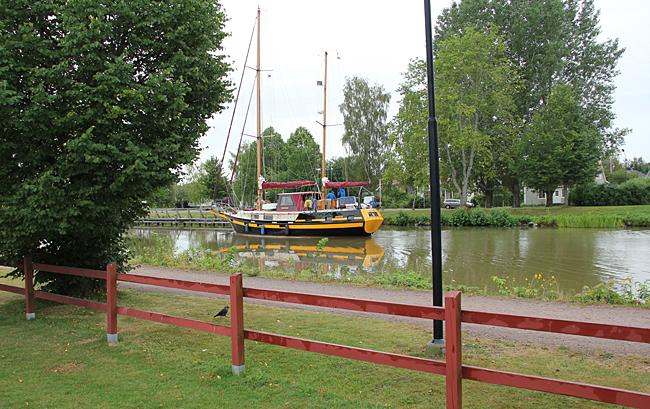 Utsikt mot kanalen från Töreboda camping.