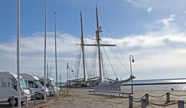 Skolfartyget Gladan vid kaj i Kalmar.