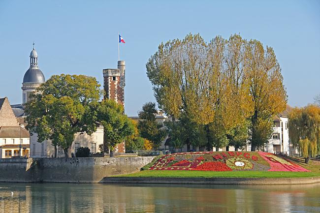 Vackert läge vid Floden Saône.