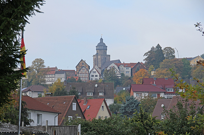 Centrum med kyrkan och gamla staden ligger högt uppe på en höjd.