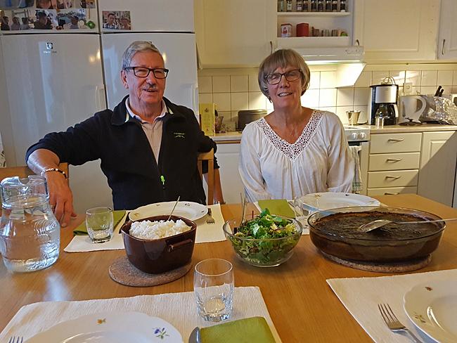Ingegärd och Jan-Olov bjuder på jättgod lunch.