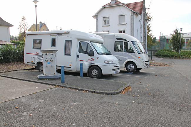 Centrumnära ställplats för 4 bilar.
