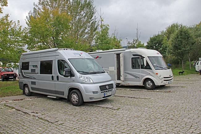 Parkeringsplats i Coimbra som är flitigt använd av husbilsfolk.