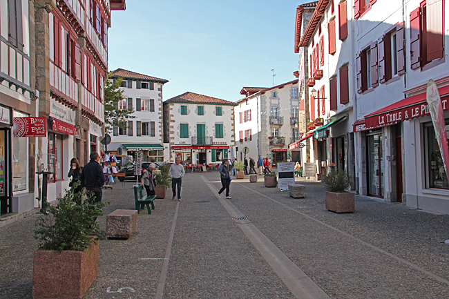Espelette är en liten stad med massor av delikatessbutiker.