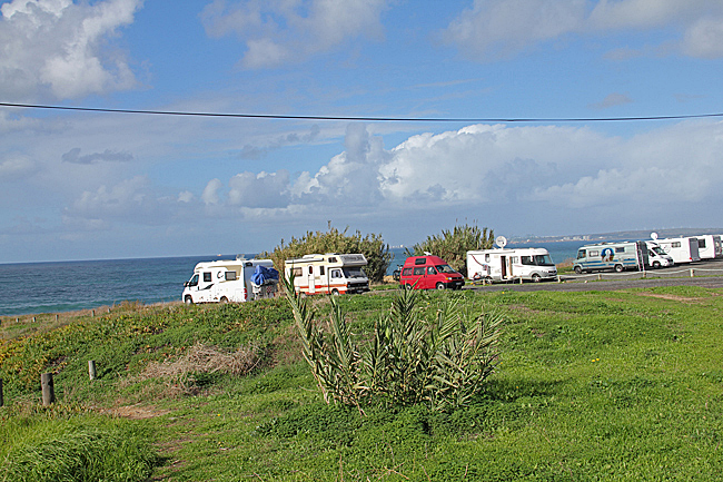 Här vid infarten till Porto Covo om man kommer strandvägen från Sines finns en plats med härlig utsikt över Atlanten.