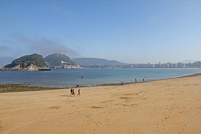 La Concha, den långa, bågformade sandstranden
