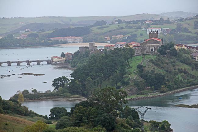San Vicente de la Barquera där vi stannade för en fika.