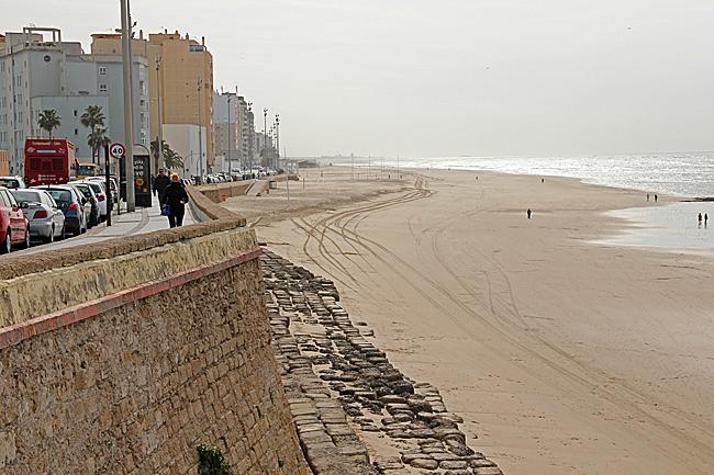 Sandstrand i den nyare delen av Cadiz.