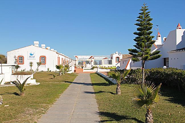 Fiskarnas övernattningshus har förvandlats till restauranger och kaféer.
