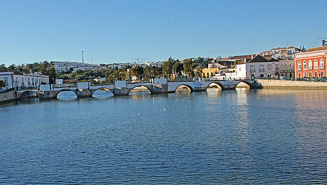 Den romanska bron över Gilão River.