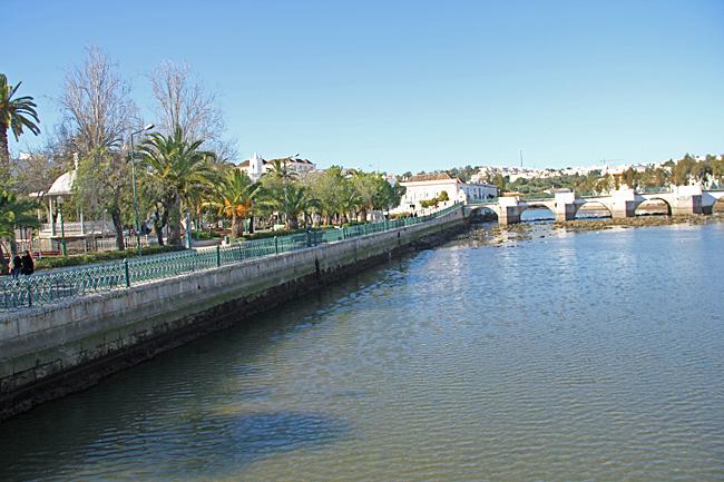 Den romerska bron är en av de mest kända landmärken i Tavira.