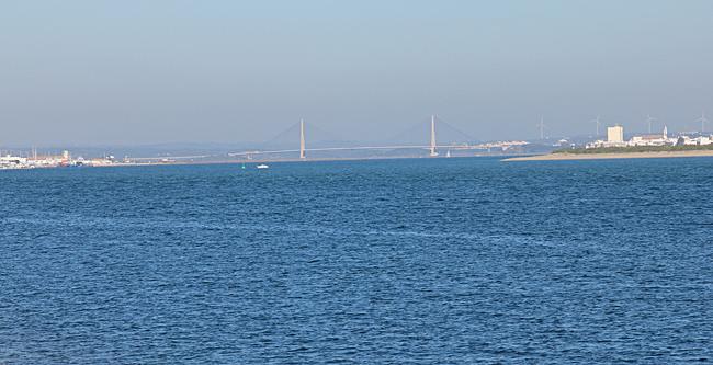 Långt därborta syns bron över Rio Guadiana som ska ta oss till Spanien.
