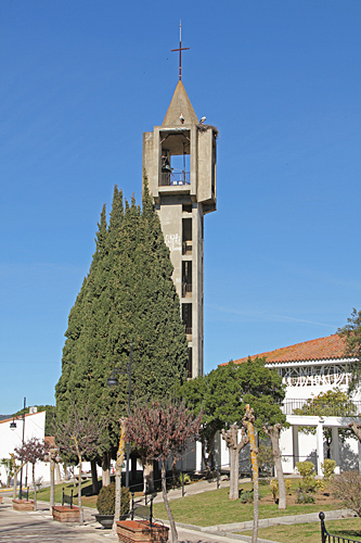 En klockstapel som ser ut som året den byggdes.