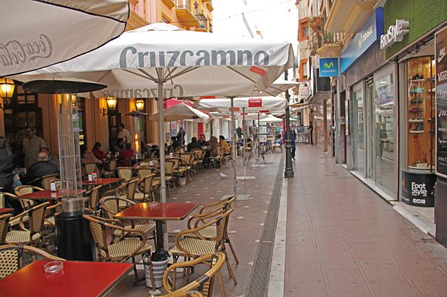 På gågatan Calle Real finns många restauranger.