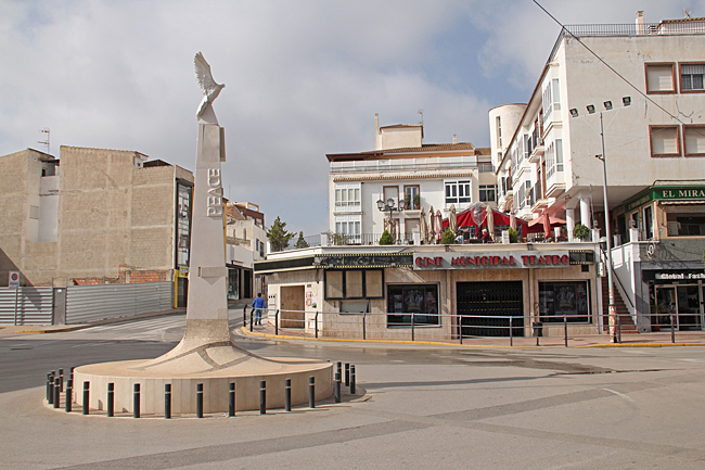 I stadens centrum finns en liten biograf med en restaurang på takterrassen.