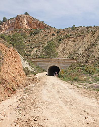 En av totalt 6 tunnlar. Den längsta är 500 meter och saknar belysning.