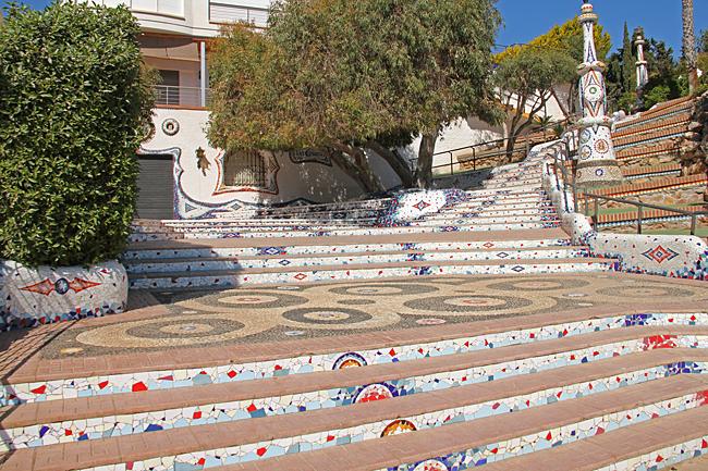 Dessa fantastiska mosaikarbeten har formats och byggts av en enda man under 12 år.