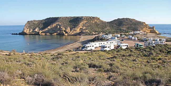 Playa la Carolina är stranden till vänster.