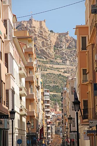 Fästningen på toppen av det 167 meter höga berget.