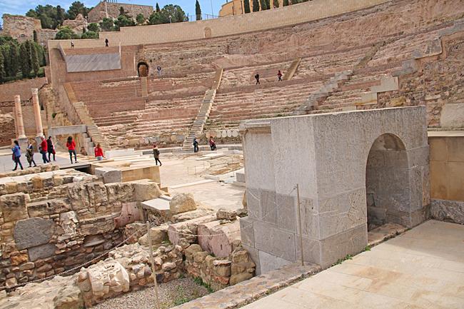 Teatro Romano är en fornlämning i Cartagena. Den romerska teatern hade plats för 6000 personer och spelade en viktig roll i samband med det antika Rom. Sittplatserna har huggits ut ur klippan och scen som är halvcirkelformad mäter mer än 43 meter i längd.