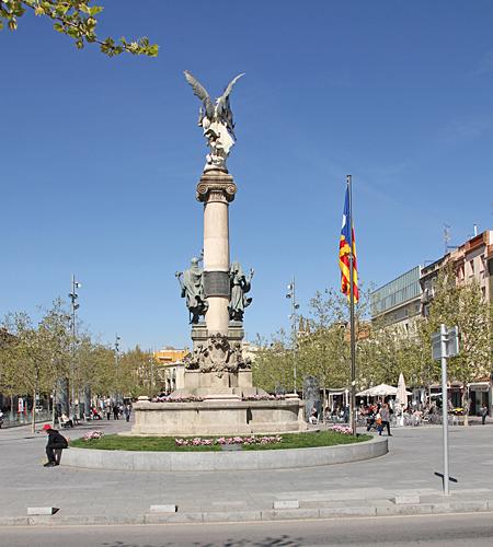 Centrum i Vilafranca pryds av denna staty vid stora torget.