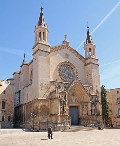 Kyrkan Santa Maria var den första församlingskyrkan i Katalonien som byggdes i gotisk stil.