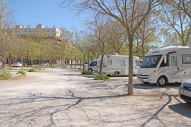 Här finns en gratis ställplats för 7 bilar med vatten och tömning av både grå och svartvatten. Koordinater N 41°20.374' O 001°41.433'