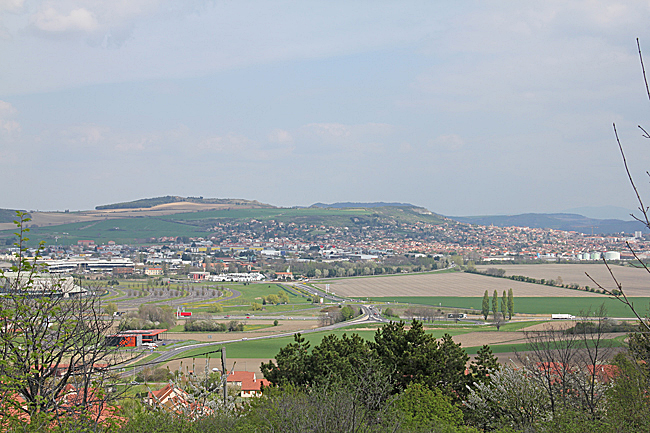 Många hus ligger med en härlig utsikt.
