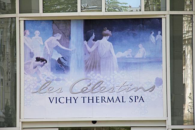 Denna vackra skylt välkomnar besökarna till denna spaanläggning i Vichy.