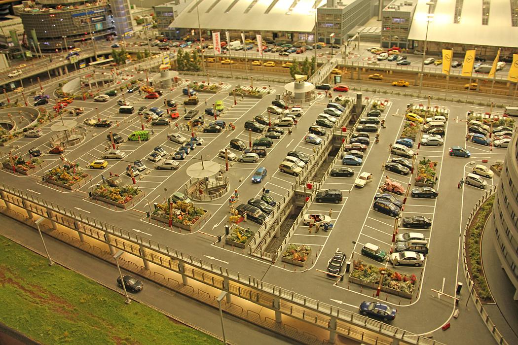 Flygplatsens parkering.