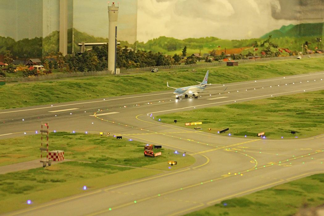 Ett flygplan har precis landat.