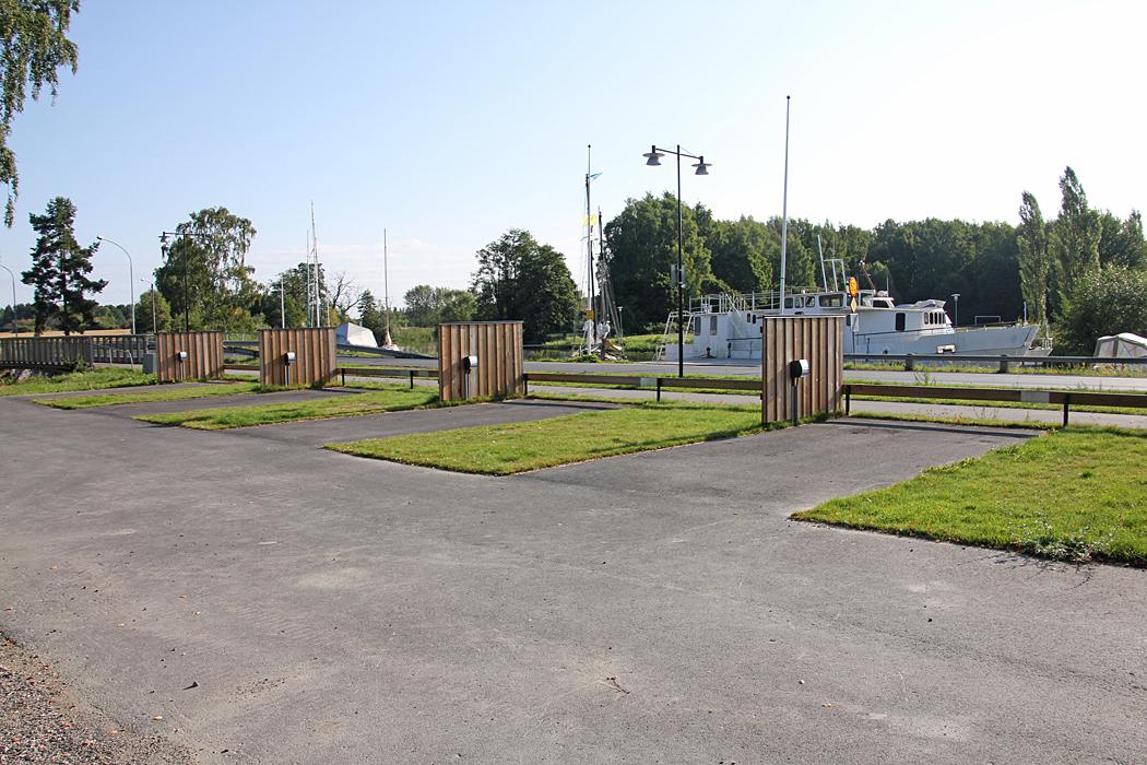 I Torshälla ligger den nya ställplatsen vid hamnen.
