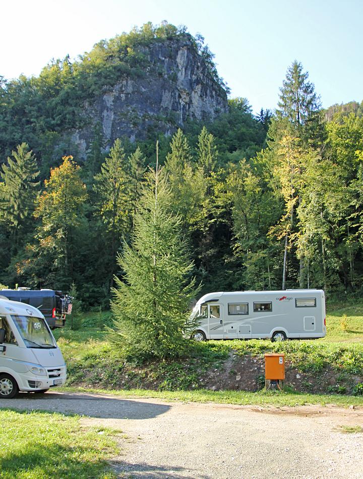 Från det höga berget bakom campingen är det en härlig utsikt.
