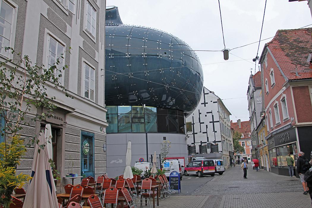 Konstmuseét sticker fram på en bakgata i centrum.