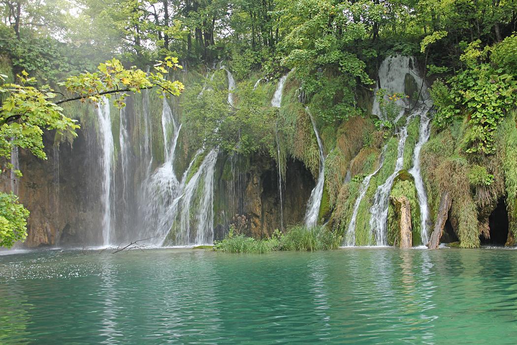 Mellanstora vattenfall.