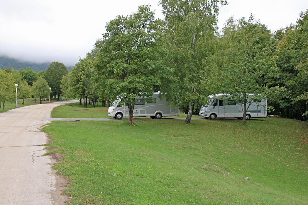 Camping Korana vid Plitvicka nationalpark är stor och rymmer ca 500 platser som är utspridda över ett stort område.