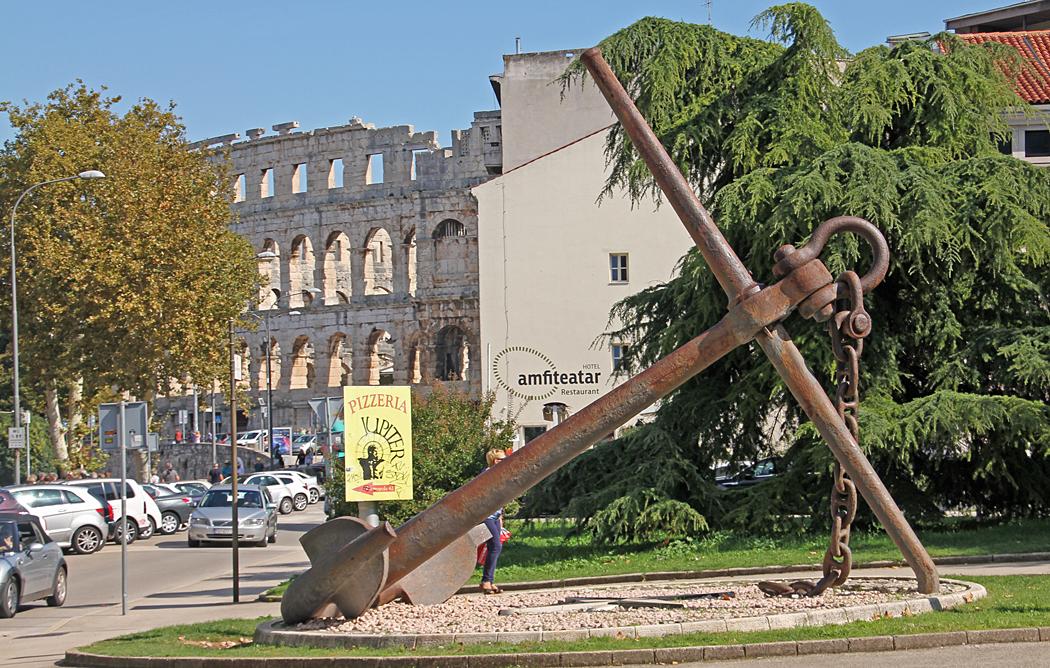 På väg mot Amfiteatern i Pula.