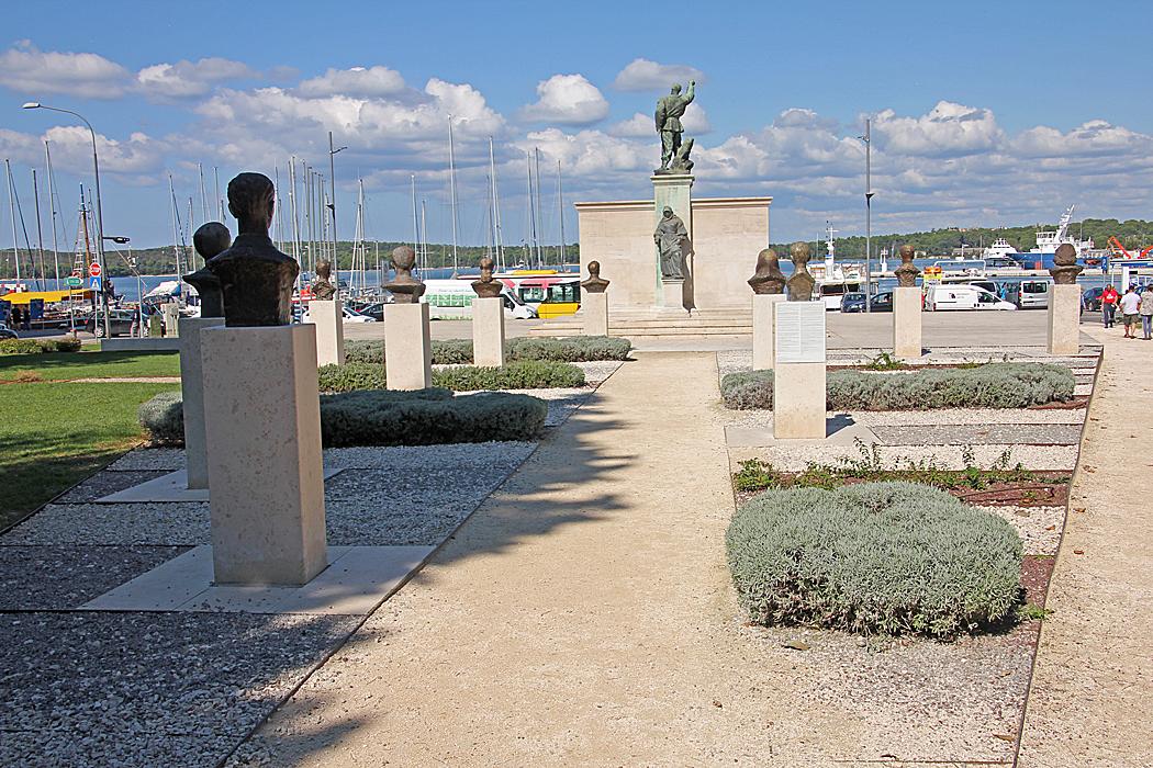 I denna skulpturpark finns bland annat Tito avgjuten i brons.