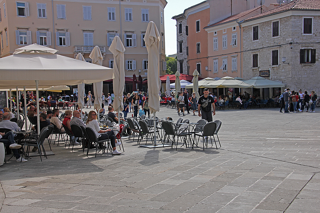 Många mysiga uteserveringar i centrum av Pula.