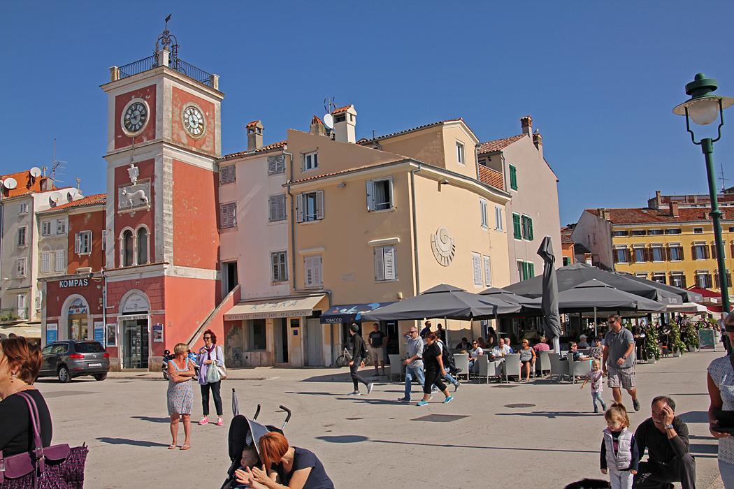 Tornklockan på stora torget byggdes på 1700 talet.